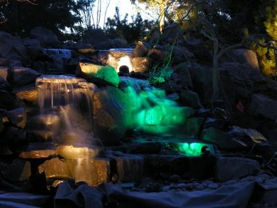 Подсветка искусственного водопада