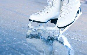 ледовый каток под коньками