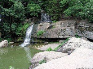 Искусственный водопад. Софиевский парк.