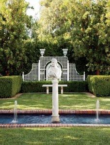 Скульптура в Итальянском саду.