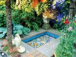 Яркий декор. Греческий сад