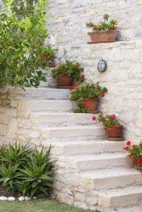 горшки в греческом саду.