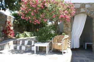 плетеная мебель. Греческий сад