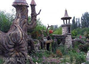фэнтези руины в современном саду